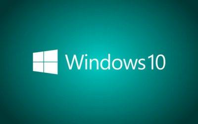 Логотип Windows 10 на светло синем фоне